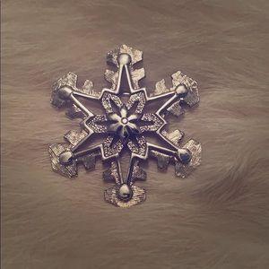 1970's Vintage Snowflake Brooch Sarah Coventry